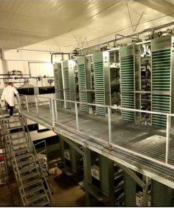 قفس مرغ تخمگذار با تعداد طبقات بیشتر از 6 طبقه